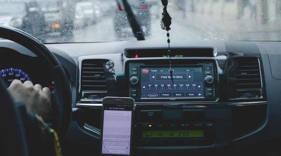 Wireless Car Charger mount in the car dash board